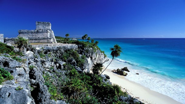 Tulum-Mayan-archaeological-site-of-El-Castillo-in-Quintana-Roo-Mexico-Wallpaper